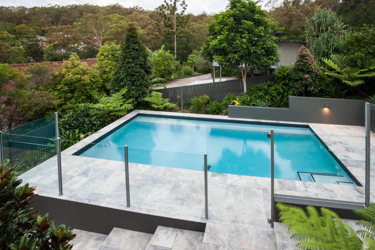 construction piscine avec terrasse en marbre situé à Chatel.